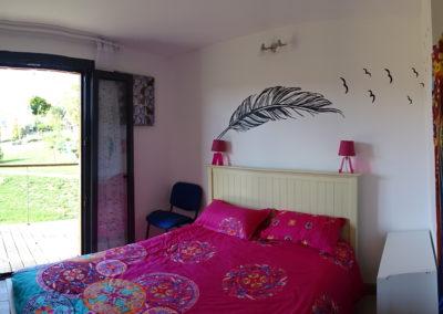 chambre rose avec vue